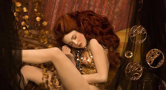 Real life models recreate Gustav Klimt paintings